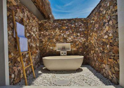 Beachfront Deluxe Bathroom 2